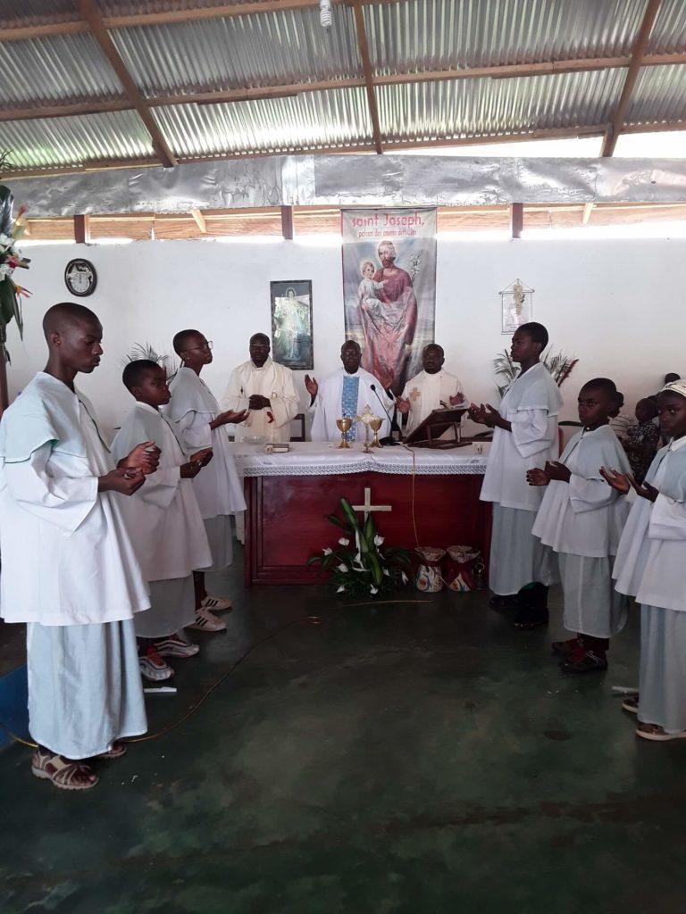 Le Christ Roi de l'Univers célébré avec faste sur la colline